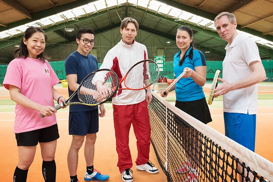 Cabrio Sport Tennishalle Gruppe Tennis Spieler